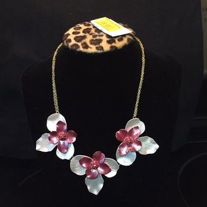 Authentic NWT Betsey Johnson statement necklace